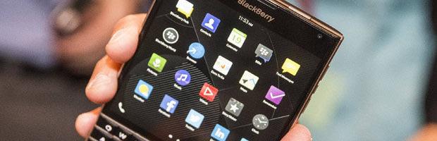 BlackBerry Passport: i primi test promuovono la batteria - Notizia