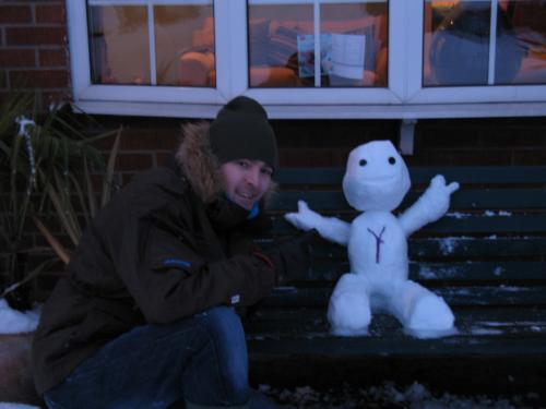 Un pupazzo di neve a forma di Sackboy