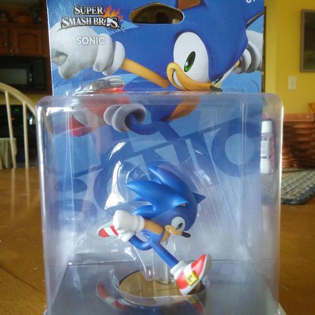Amiibo: la statuina di Sonic si mostra in un set di immagini