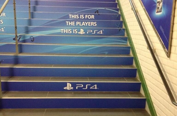 PlayStation 4: la metropolitana di Parigi pubblicizza la console Sony